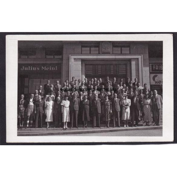 Budapest régi képeslapon. Julius Meinl dolgozói, csoportkép, fotóképeslap