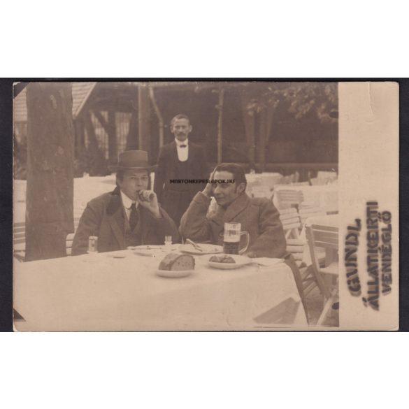 Budapest régi képeslapon.Gundel állatkerti vendéglő. Asztalnál vendégek, háttérben pincér. Felirat alapján 1912 május 3.
