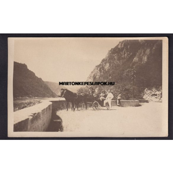 Kazán szoros régi képeslap fotón. Kirándulás lovaskocsival.