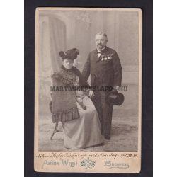 Anton Wild műtermében készült fotó, Budaweis. Nemz. Miskey Károly és neje született: Kótsi Jozefa 1905.XII. 24.