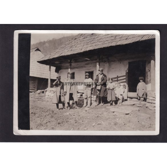 Német tisztek valahol Romániában az első világháború idején.