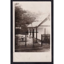 Kulcs régi képeslapon. Kulcson lévő nyaraló fotó képeslapon. 1933