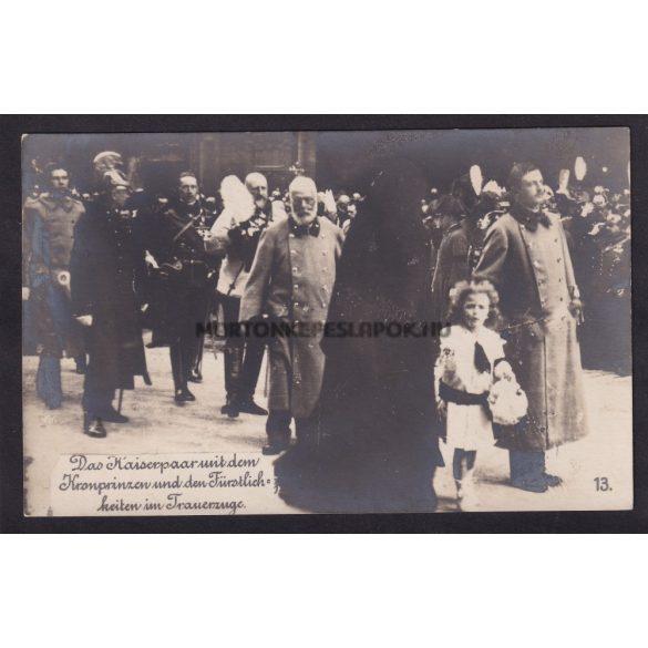 A császári pár és a trónörökös a temetési meneten