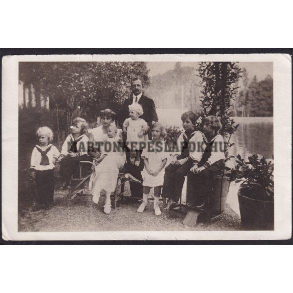 Károly király, Zita és gyermekeik közös fotója.